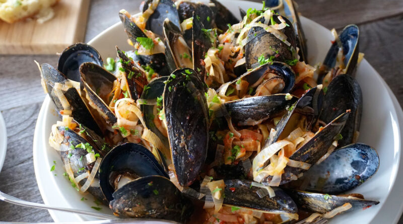 Steamed Mussels in bowl