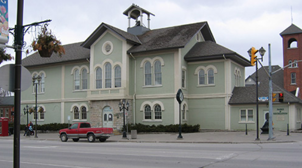 front of lindsay chamber building